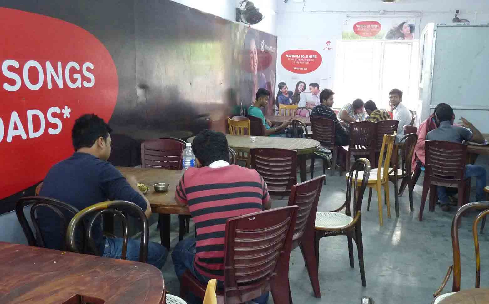 Students-gossip-at-Canteen